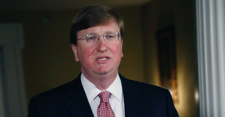 Tate Reeves, Reeves says the government should not restrict religious gatherings