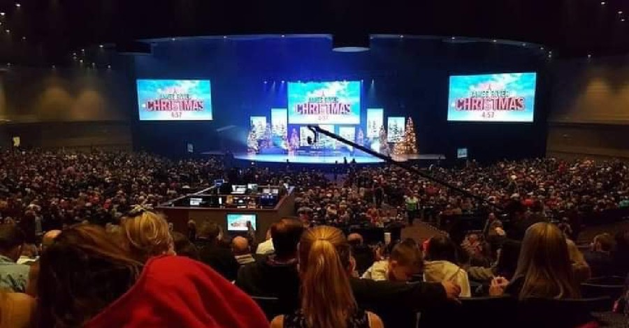 17,000-Member Missouri Megachurch Criticized for Holding Packed Christmas ServicesA crowded church,