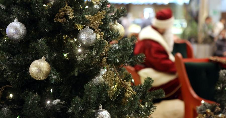 A mall santa, mall Santa makes child cry
