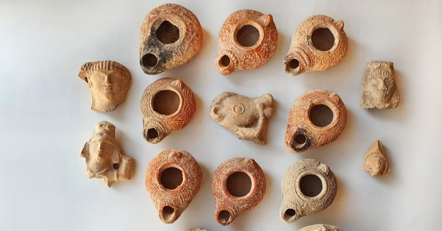 Beit Nattif oil lamps, Archaeologists unearth Beit Nattif oil lamps dawning Christian imagery