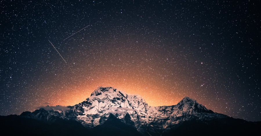A shooting star, 15 astronomical events in 2021