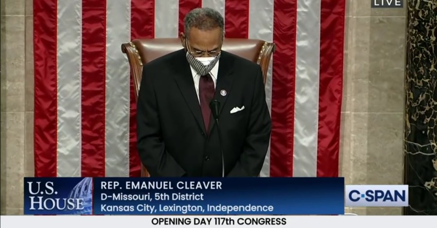 Emanuel Cleaver, Cleaver closes prayer by saying 'amen and awomen' in Congress