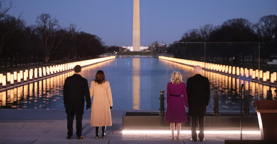 The Bidens and Harrises on the National Mall, Biden and Harris honors those whom have died from COVID-19
