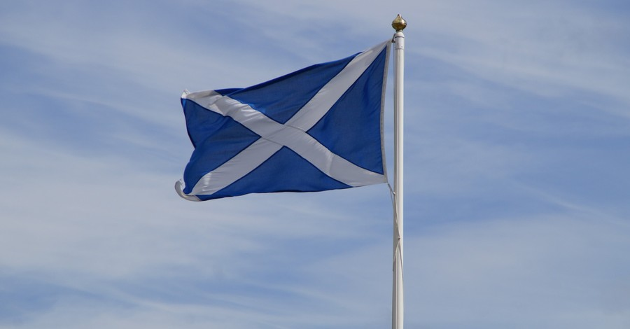 The Scottish flag, 27 church leaders sue the government for criminalizing public worship