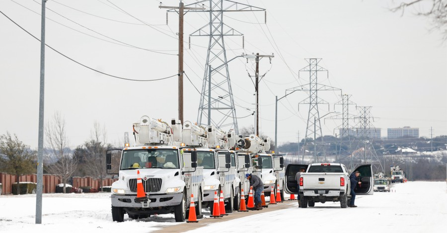 Power company crews working to restore power, Texas churches across the state serve as warming stations amid mass power outages