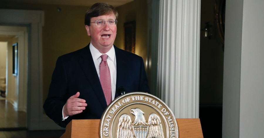 Tate Reeves, Reeves signs bill outlawing the abortion of babies with Down Syndrome