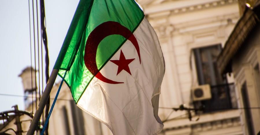 Algerian flag, Christian in Algeria is sentenced to prison and heavy fine