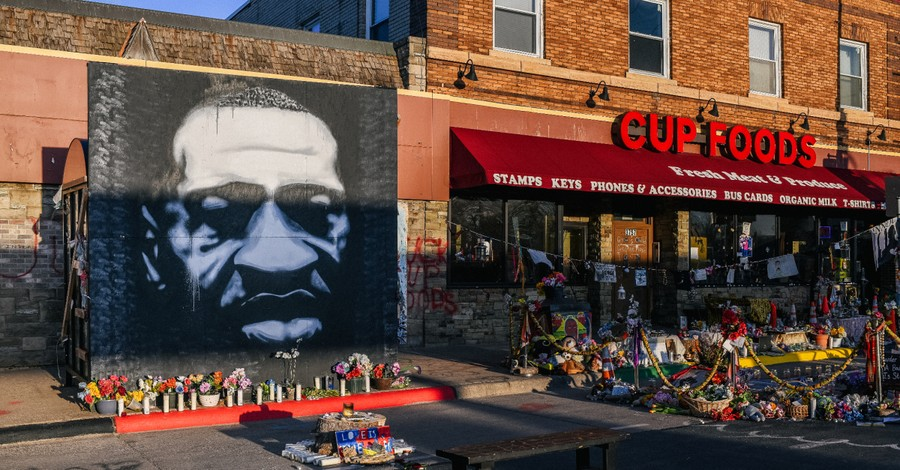 A mural of George Floyd, experts testify that Chauvin used excessive force during Floyd's arrest