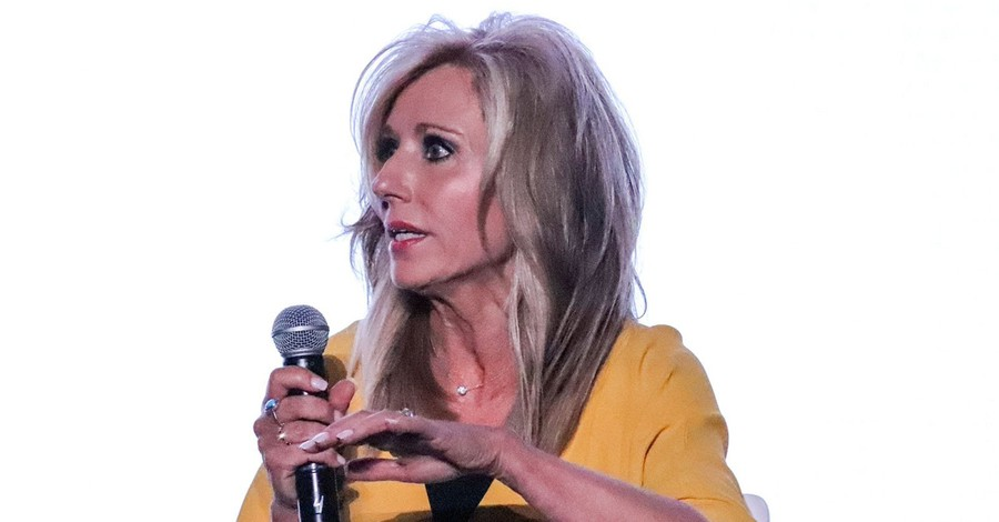 Beth Moore, Moore apologizes for her role in perpetuating complementarianism
