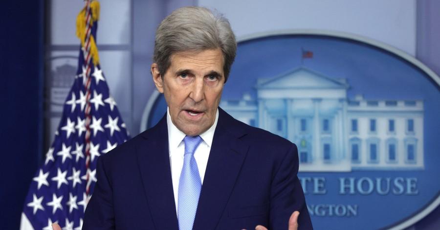 John Kerry, Kerry denies leaking secret information to Iran