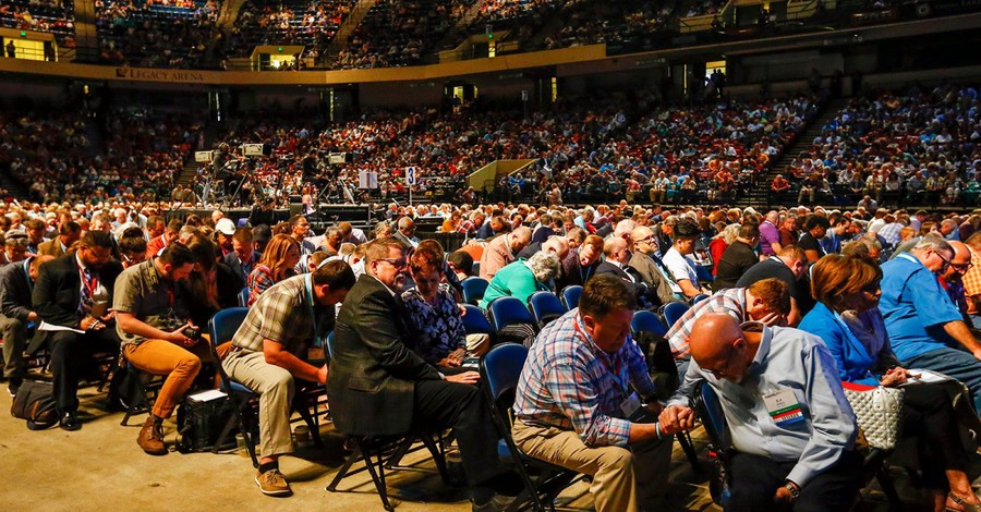 people praying at an SBC meeting, Southern Baptists head to the SBC annual meeting
