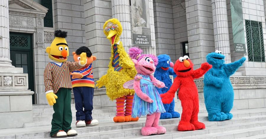 Sesame Street characters, Sesame Street highlights same-sex couple