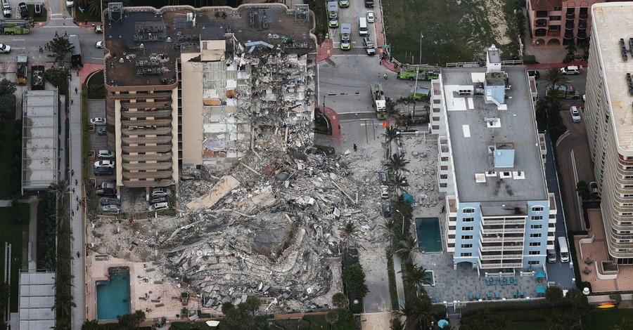 Florida building collapse, 4 dead and 160 missing after a residential building collapses in Florida