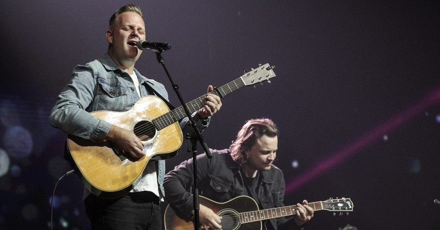 Matthew West performing on stage, West removes video for controversial song on modesty