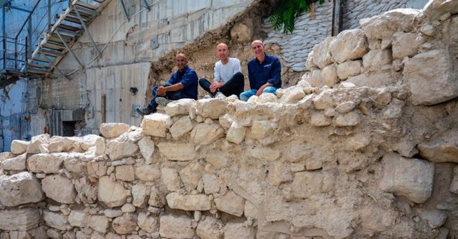 Wall in Jerusalem, archaeologists uncover Iron Age wall in Israel