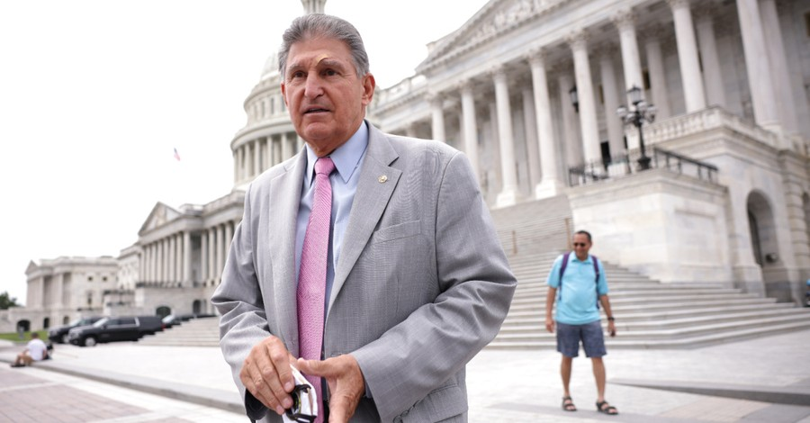 Joe Manchin, Manchin votes with Republicans to prohibit the use of taxpayer money to fund abortions