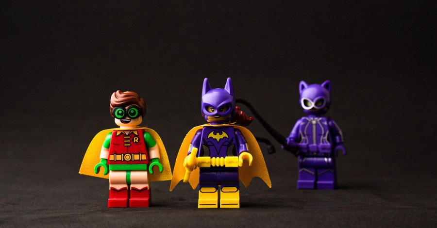 A lego of Batman and Robin, Robin is revealed to be bisexual by DC Comics
