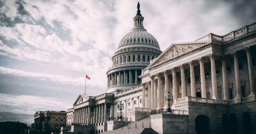 Capitol Hill, Senate passes a $1 trillion infrastructure bill
