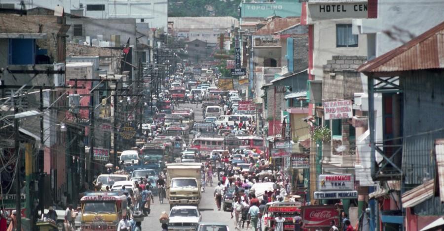 Port Au Prince, Magnitude 7.2 earthquake hits Haiti