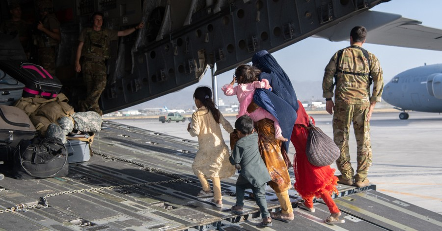 Kabul airport, More than 5000 are removed from Afghanistan in private evacuation effort