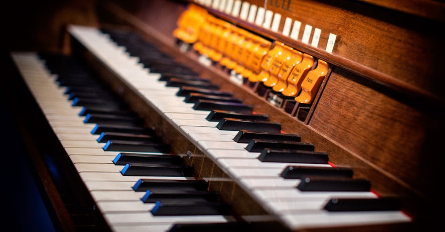 a Piano, Chinese Communist authorities raid a Christian music school and arrest its principal