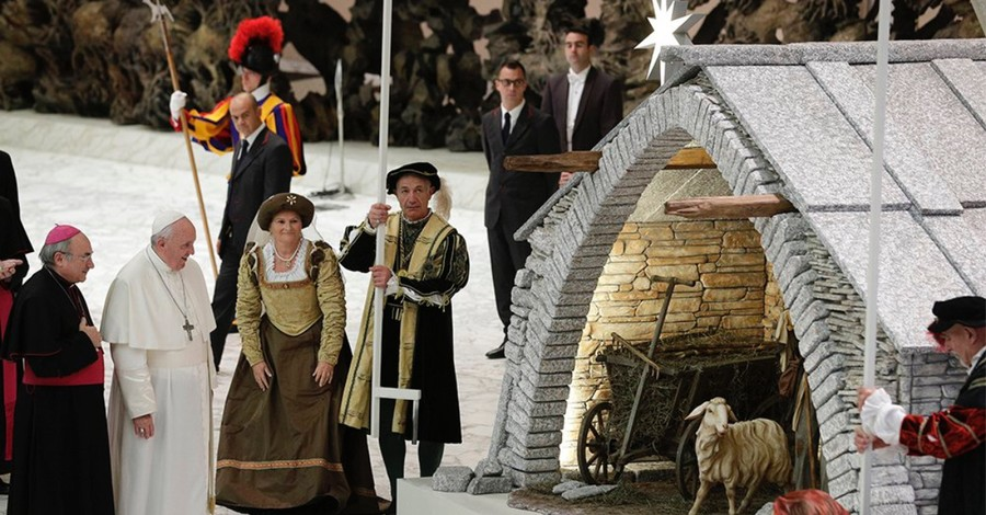 Pope Francis Wants You to Set Up a Nativity Scene to Fight Banal Consumer Christmas