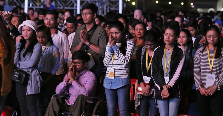 23,000 Cambodians Hear the Gospel, More than 1,300 Give Their Lives to Christ at Franklin Graham Festival