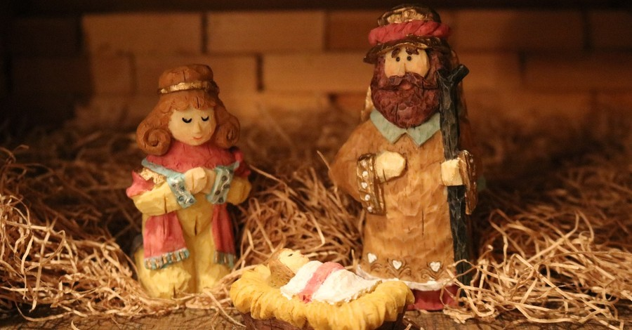 Atheists Pressure Iowa Town to Remove Nativity from Courthouse Lawn