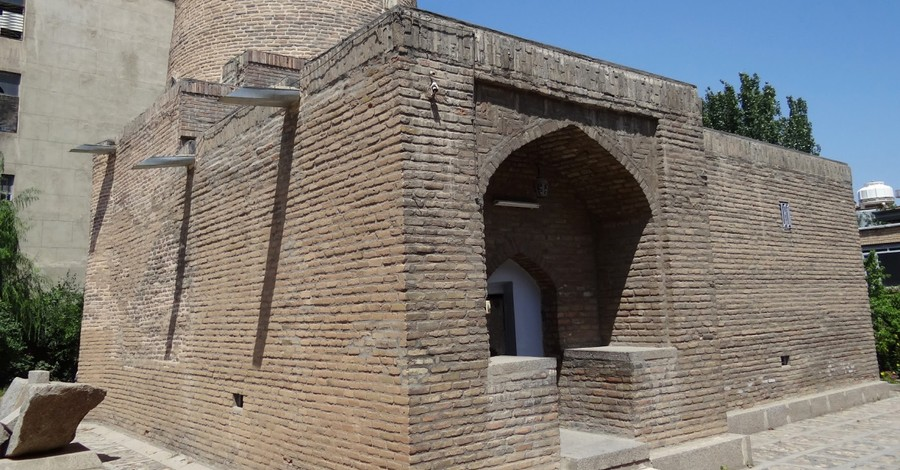 Iranian Student Group Threatens to Destroy Tomb of Queen Esther, Mordechai