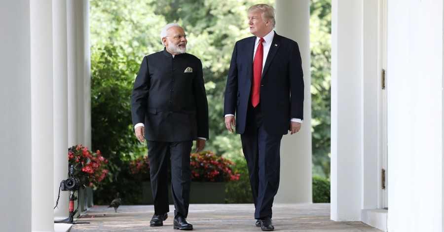 Over 100,000 People Greet President Trump in India