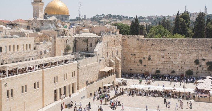 Thousands Worldwide Pray for People with COVID-19 in Virtual Western Wall Visits