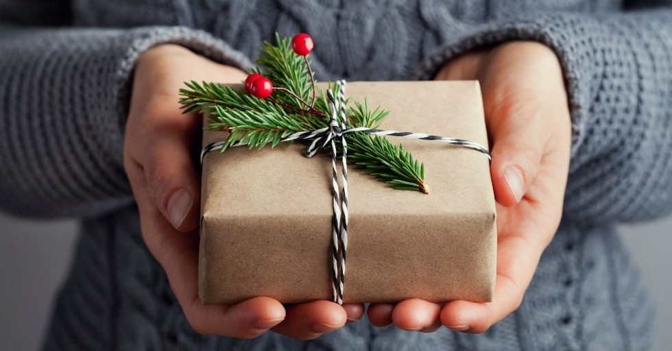 10 Ways to be Gracious Not Greedy This Christmas