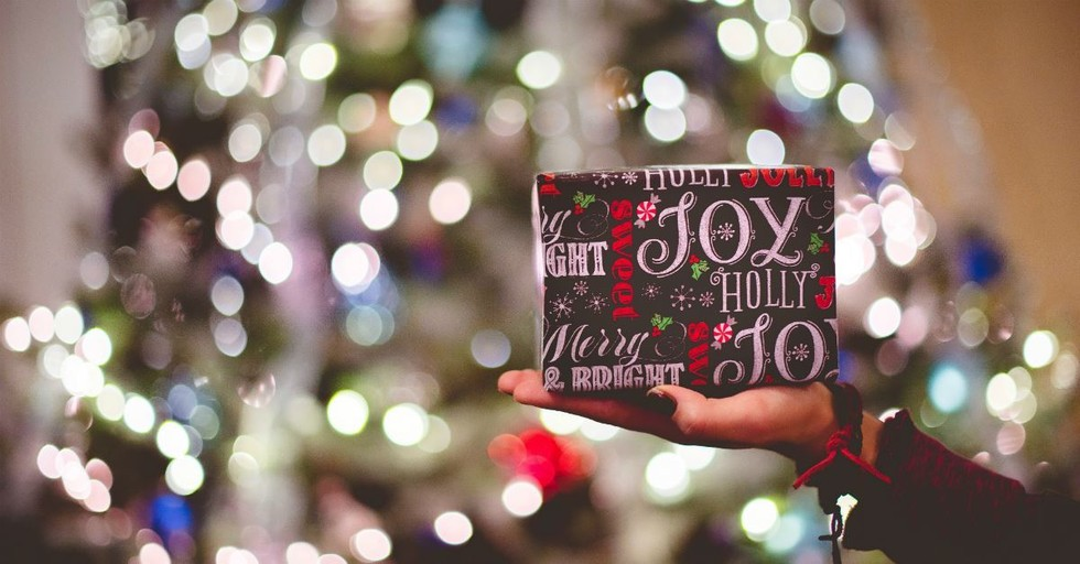 10 Ideas to Bring Your Neighbor Joy This Christmas